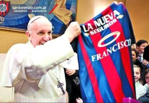 Francisco recibió la camiseta del Ciclón
