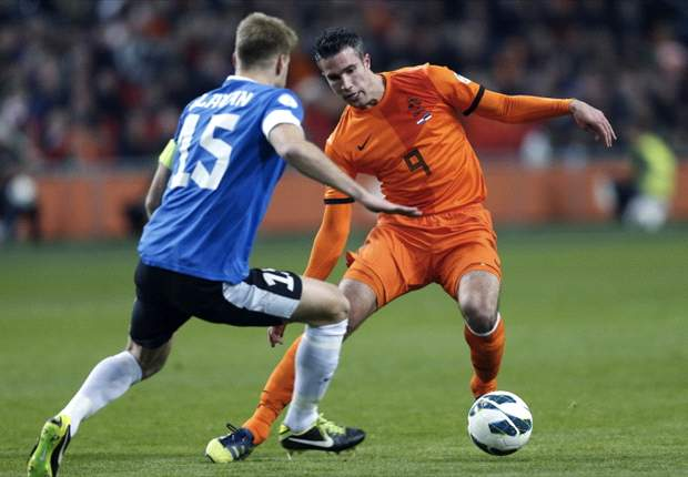 Van Persie praises Germany youth set-up