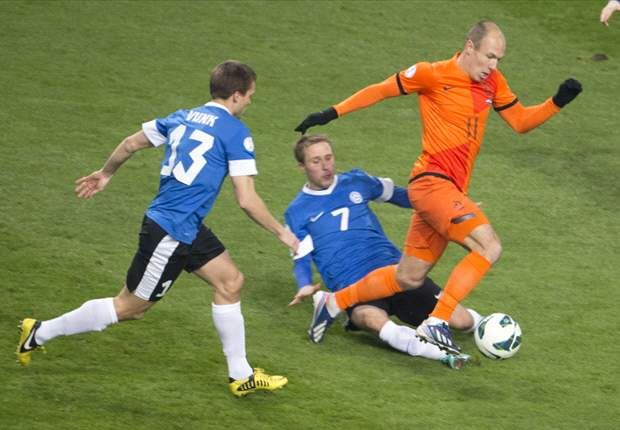 Netherlands 3-0 Estonia: Van Persie among goals as Oranje maintain 100% record