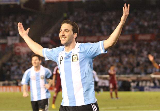 Argentina 3-0 Venezuela: Higuain the star as Albiceleste edge closer to Brazil 2014