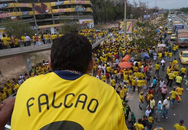 Hincha de Colombia con la camiseta puesta