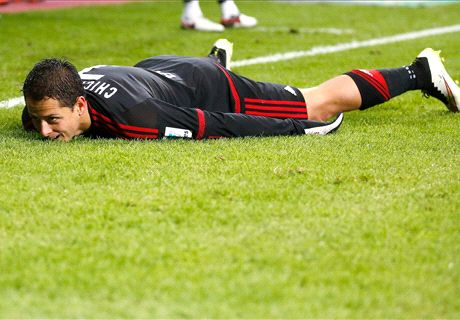 Chicharito Scores, Taken Off Injured