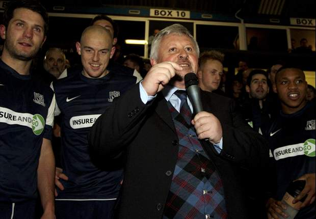 Sacked Sturrock to manage Southend in cup final