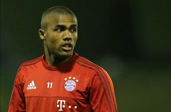 VIDEO: Douglas Costa scores rabona direct from a corner
