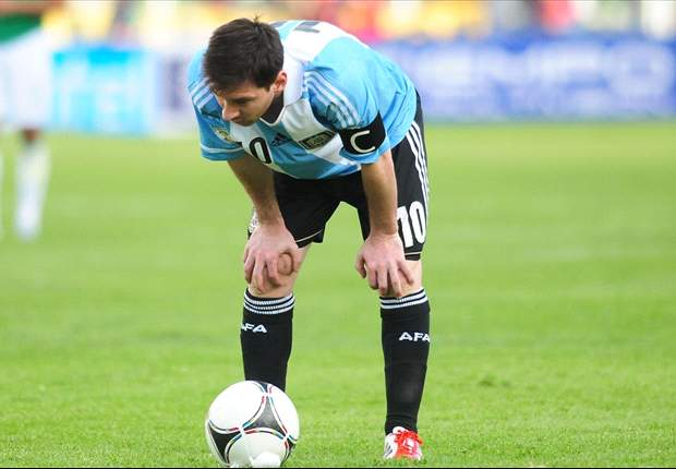 Messi sick on sidelines as Argentina struggle with altitude