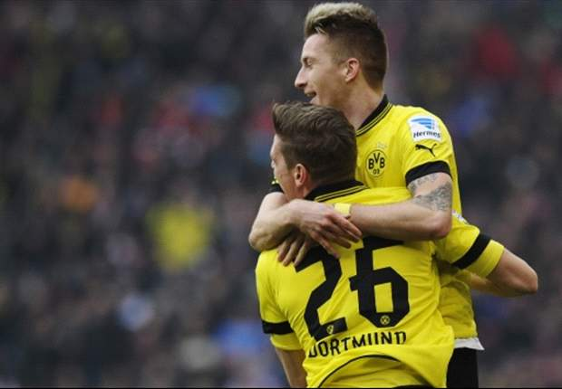 Stuttgart 1-2 Borussia Dortmund: Late Lewandowski strike prolongs visitors' title defence for another week