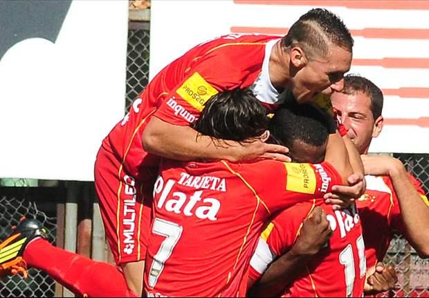 Todo Argentinos festeja el gol de Anangonó.