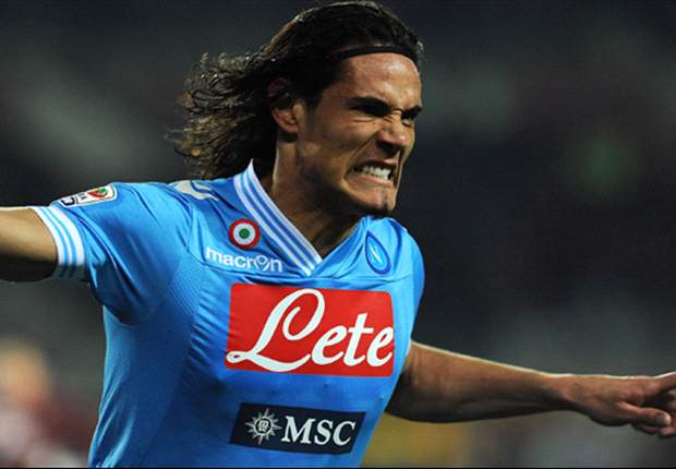 Cavani wants to leave Napoli, says mother