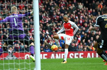 Arsenal 2-1 Leicester: Welbeck ignites Gunners' title hopes