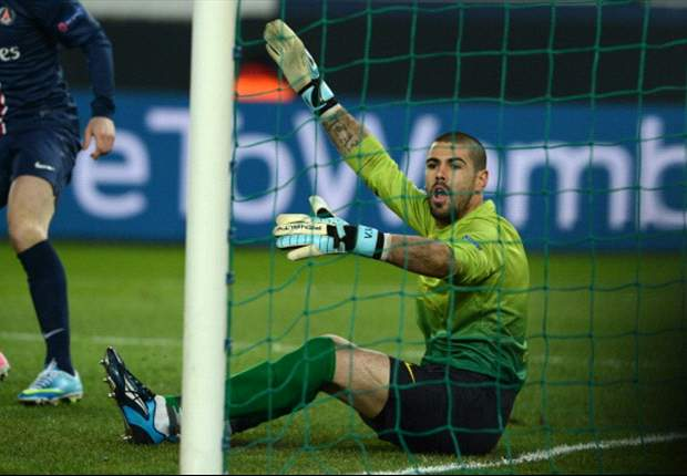 Barcelona's Valdes denies refusing to wear captain's armband