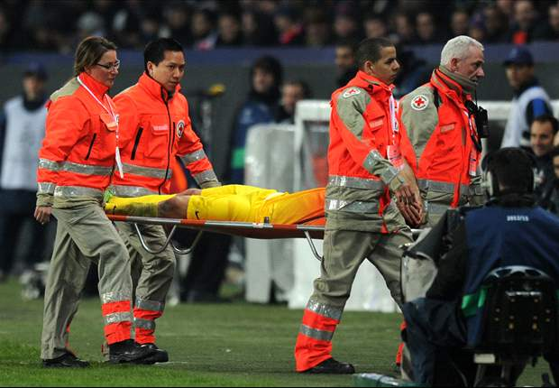 Mascherano ruled out for six weeks with knee injury