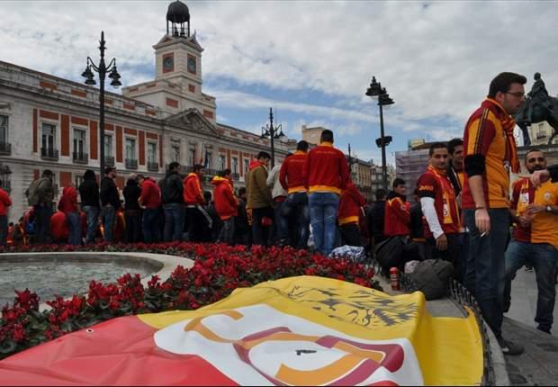 Invasão turca: Torcida do Gala toma conta dos pontos turísticos de Madrid
