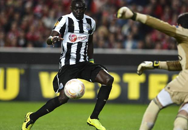 Benfica 3-1 Newcastle: Cisse strike offers Pardew's men slim hope