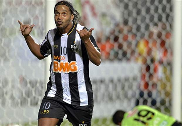 Scolari hints at possible Ronaldinho and Kaka recalls