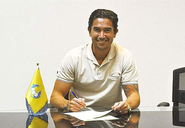 Al Gharafa signs Harry Kewell