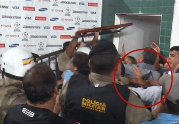 Las imágenes de la agresión al plantel de Arsenal en Brasil