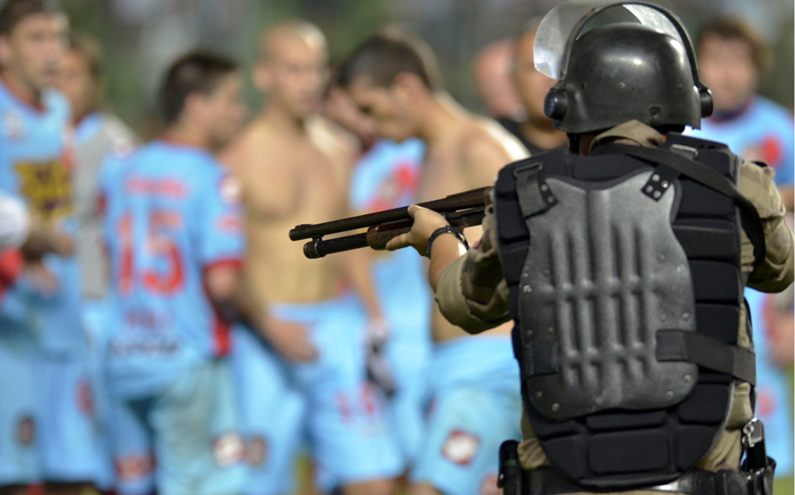 La agresión al plantel de Arsenal en Brasil