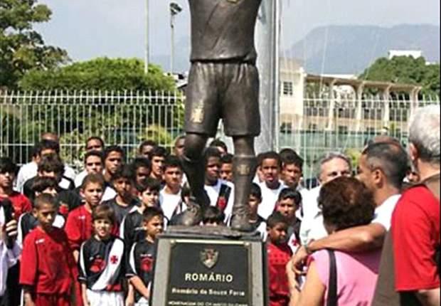 Romario attacca il Vasco, il presidente medita di abbattere la statua del 'Baixinho' nello stadio