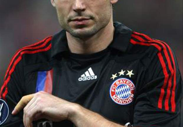 Bayern Munich Were Lucky To Lose Only 4-0 At Barcelona – Mark van Bommel
