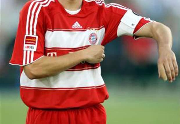 Liverpool table £2.5m bid for Bayern Munich midfielder Mark van Bommel - report