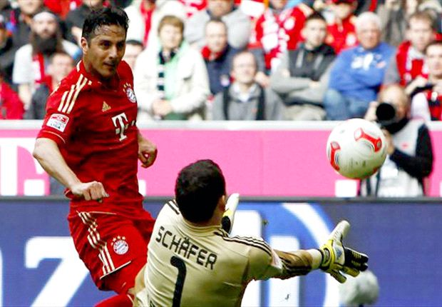 Pizarro signs Bayern Munich extension until 2014