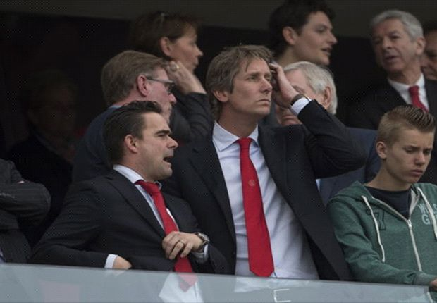 Van der Sar considered for Manchester United return