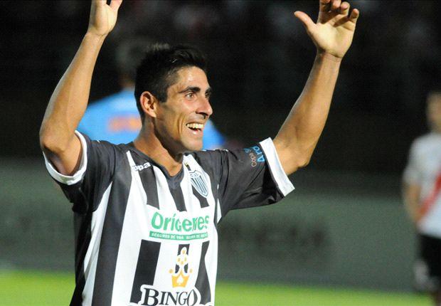 Estudiantes de Caseros dio el batacazo: le ganó a River 1 a 0 y lo eliminó del torneo.