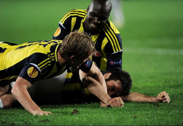 Kuyt hails 'great night for Turkish soccer' after win over Benfica