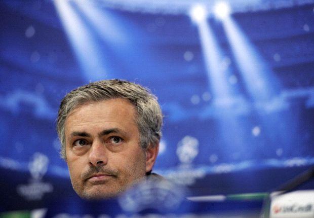 José Mourinho echa un pequeño jarro de agua fría sobre las ilusiones del Real Madrid