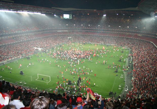 Nene urges crowd to roar Benfica to final