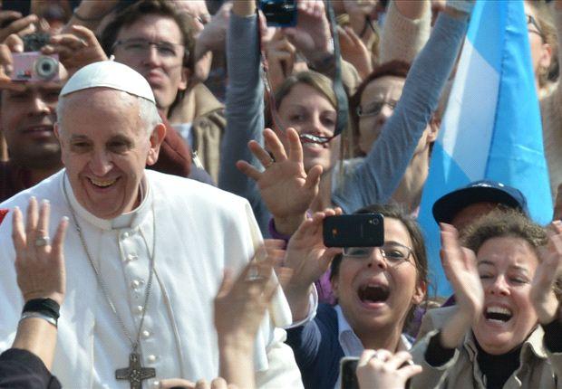 El Papa es futbolero y argentino, aunque en Brasil algunos lo sufren.
