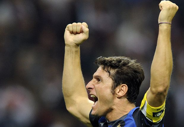 Zanetti, símbolo del Inter, volverá a jugar tras la lesión.