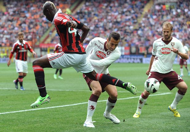 AC Milan 1-0 Torino: Balotelli boosts Rossoneri's Champions League hopes