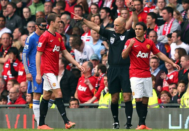Should David Luiz be punished for Rafael elbow?