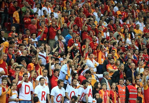 Drogba and Sneijder thank Galatasaray fans after title triumph