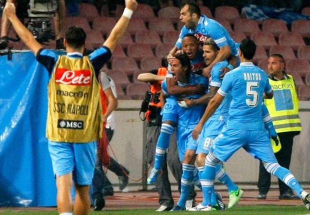 Un triplete de Cavani aleja al Inter de Europa