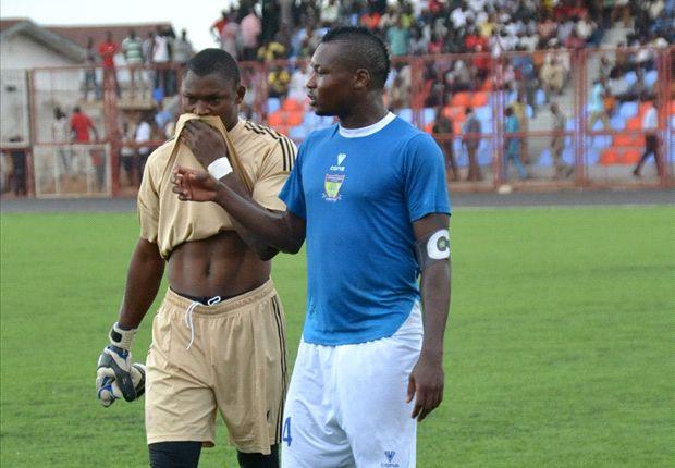 Godfrey Oboabona mobbed by fans at Sunshine Stars training
