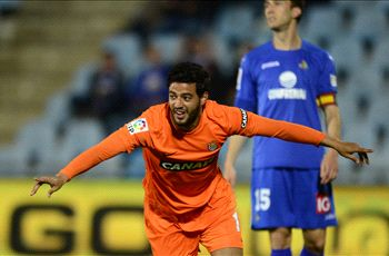 Vela scores, but Real Sociedad drops points in Champions League race