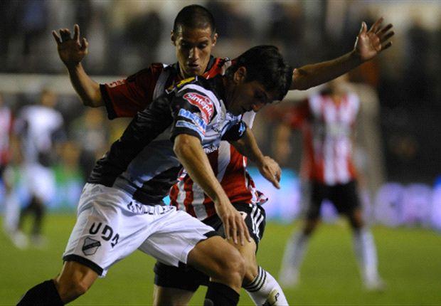Más lucha que juego, imagen habitual del fútbol argentino. / Fotobaires