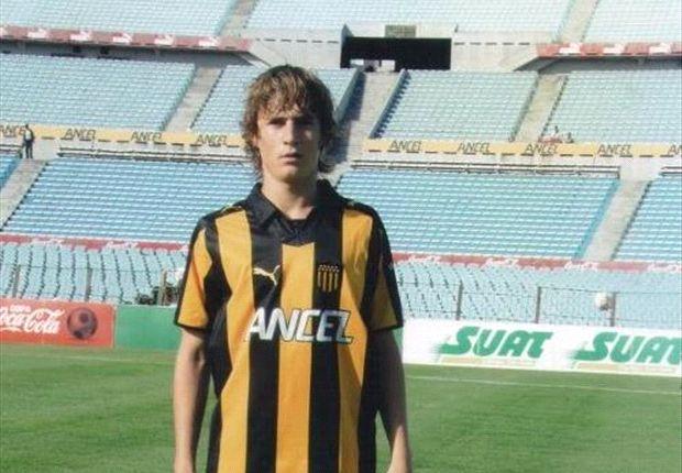 Guillermo Varela, de Peñarol, entrenará en el Manchester United