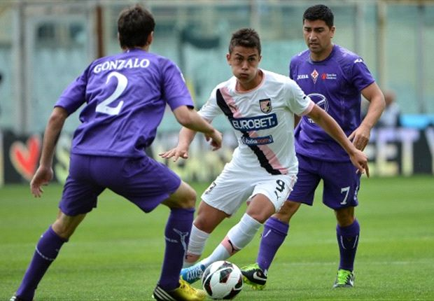 Fiorentina wint en laat Palermo degraderen