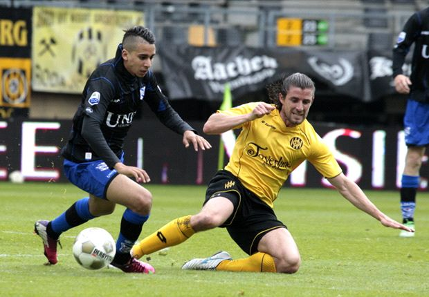 Heerenveen verliest, maar speelt play-offs