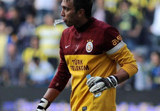 Fernando Muslera hat ein Angebot vom FC Barcelona erhalten.
