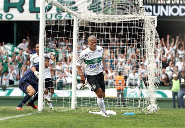 Alex marcou dois gols