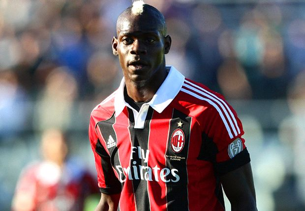 Balotelli will be sent off if he leaves the pitch - referee chief