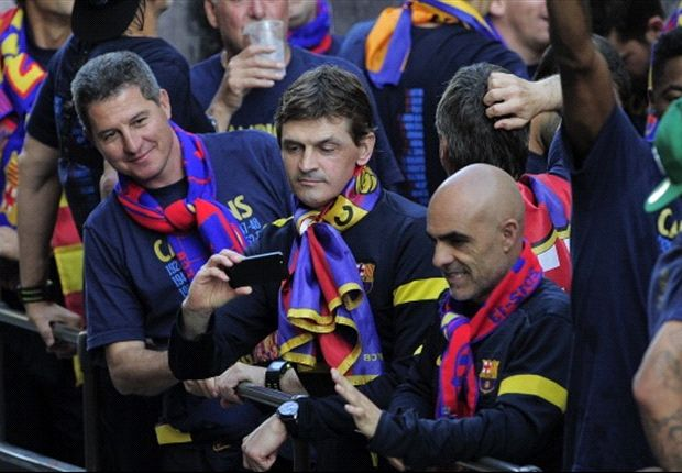 Barcelona celebrate La Liga success but health worries cast doubt over Vilanova future
