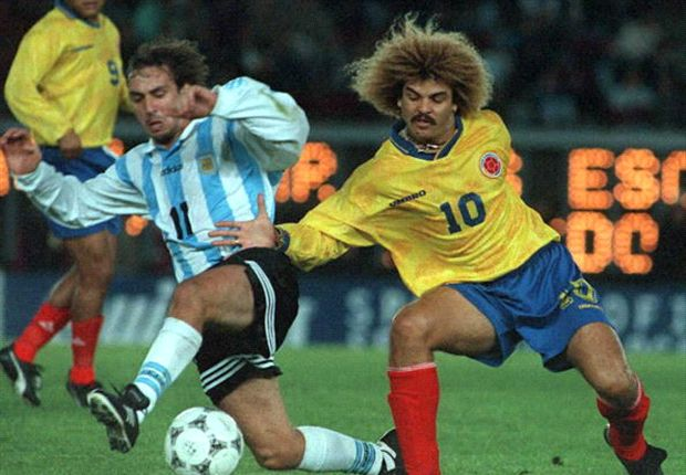 Carlos Valderrama ketika mengobrak-abrik pertahanan timnas Argentina