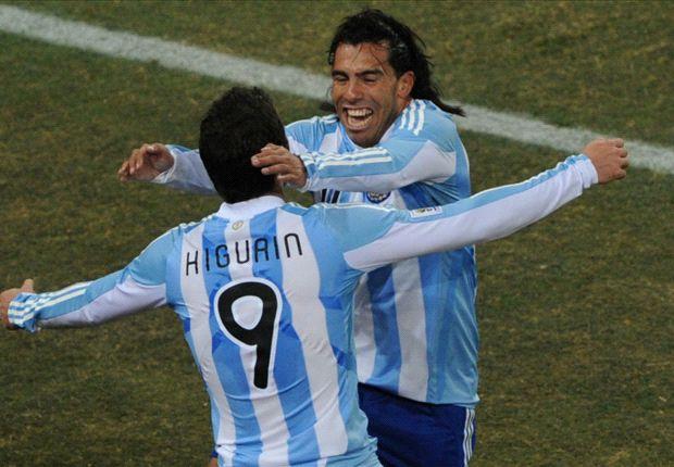 La Juventus, entre Higuaín y Tevez