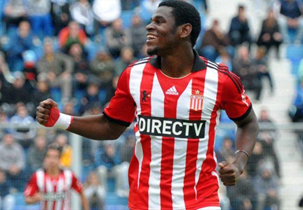 Duván Zapata festeja, pero no sólo su gol, sino el interés por él en Europa.