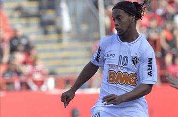 Zac Lee Rigg: Ronaldinho wore sneakers, not cleats, against Club Tijuana